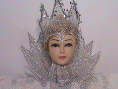 Дорогие рукодельницы, мы продолжаем с Вами готовиться к Новому году и и мастерить карнавальный костюм Снежной Королевы. В этом видео МК мы сделаем с Вами оче...