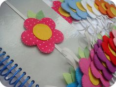 Marcadores de páginas | Lembrancinhas para o nascimento da L… | Flickr Felt Diy, Felt Crafts, Easy Crafts, Diy And Crafts, Crafts For Kids, Arts And Crafts, Paper Crafts, Sewing Crafts, Sewing Projects