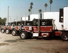 Them Van Hulzen boys had it going on !!!! Peterbilt 359's with Mercury sleepers. ... dang...