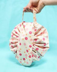 Small Sewing Projects, Sewing Crafts, Diy Bags Patterns, Purse Patterns, Drawstring Pouch, Drawstring Bag Tutorials, Diy Bag Designs, Diy Bags Purses, Patchwork Bags
