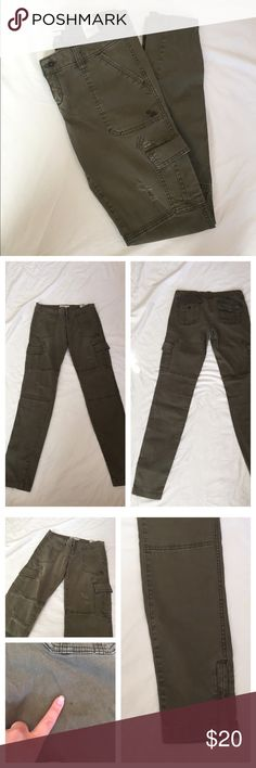{A&F} Distressed Cargo Skinny Pants Cute and comfortable. Adds a little edge to your closet! Size 2. Cute zipper detail, light distressed details, and lots of pockets! Small mark as pictured on the back near pocket. Otherwise, perfect condition! These are great for fall with booties! No trades please 😘 Abercrombie & Fitch Pants Skinny
