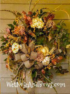 Thanksgiving Wreaths, Holiday Wreaths, Halloween Wreaths, Winter Wreaths, Thanksgiving Games, Farmhouse Fall Wreath, Farmhouse Front, Christmas Flower Arrangements, Fabric Wreath