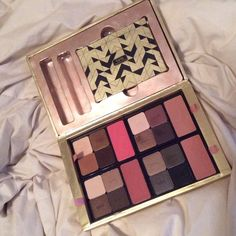 Tarte Holiday 2015 Interchangeable Palette In original box, comes with magnetic compact to put one of the four interchangeable palettes into. COLLECTORS EDITION, no longer in stores. Shadows are brand new. tarte Makeup