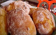 Broinhas de Coco e Batata-doce Portuguese Desserts, Portuguese Recipes, Portuguese Food, Coco, Pan Rapido, Bread Recipes, Cooking Recipes, Biscuits, Sweet Corner