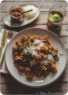 Geröstete Pasta mit Pesto Rosso Pesto Pasta, Pasta Noodles, Risotto, Pasta Recipes, Vegan Recipes, 15 Minute Meals, Bastilla, Tortellini, Ravioli