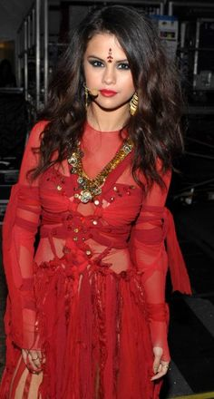 The Universal Society of Hinduism is demanding an apology from Selena Gomez after the singer wore a forehead bindi during her MTV Movie Awards performance.