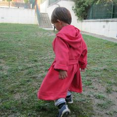 Albornoz niño toalla microfibra. http://uvedeveronica.blogspot.com.es/2014/10/albornoz-vuelta-al-cole.html