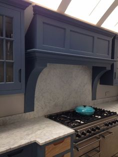 Canopy sides stop short of worktop which has break front for hob