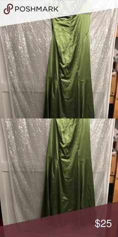 Lk nw Alyce design sz 5/6 minus the wrinkles gown This is one amazing gown its strapless and in Lk new cond has diamond like accents all around the bust area none are missing it's in amazing cond minus the wrinkles sorry this gowns ready to roll sz 5/6 mermaid like bottom flairs alyce Dresses Prom
