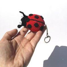 Beruška - háčkovaný přívěsek | Návody na háčkované hračky