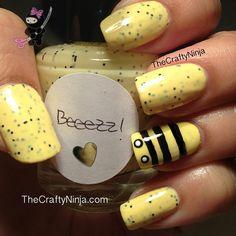 *The Crafty Ninja* Bumble Bee Nail Art