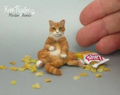 scale Miniature Cat called Crush by Pajutee on DeviantArt Needle Felted Cat, Needle Felted Animals, Felt Animals, Baby Animals, Miniature Crafts, Miniature Dolls, Miniature Beagle, Dog Sculpture, Felt Cat