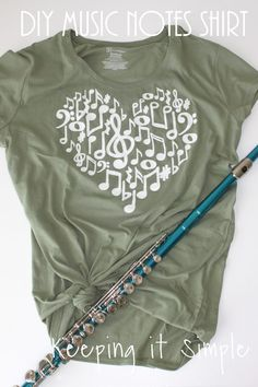 Easy DIY Music Notes Shirt with SVG File Keeping it Simple - If you love music then this easy DIY music notes shirt is for you! With the music notes SVG file it makes it really easy to create a beautiful shirt! Diy Music, Music Crafts, Simple Shirt Design, Simple Shirts, Music Teacher Gifts, Teacher Shirts, Diy Chemise, Diy Craft Projects, Simple Projects