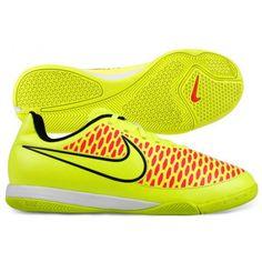 De #Nike Magista Onda IC 651655 #zaalvoetbalschoenen voor kinderen hebben een anatomisch voorgevormde binnenzool en bieden de juiste grip tijdens het spelen in de zaal. #dws