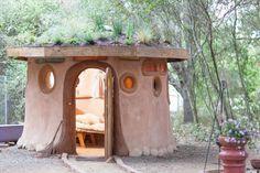 http://www.msn.com/pt-br/viagem/noticias/veja-casas-de-hobbits-para-se-hospedar-pelo-mundo/ss-BBgHLuk?ocid=iehp#image=4
