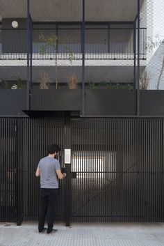 Grill Gate Design, Front Gate Design, House Gate Design, Door Gate Design, Facade Design, Fence Design, Main Entrance Door Design, Entrance Gates, Black Architecture