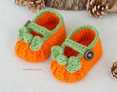 Pumpkin Spice Baby Booties - Giveaway + Crochet Pattern