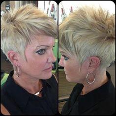 Es bleibt manchmal ein lästiges Problem …., welche neue Frisur passt zu mir? Wir helfen Dir gerne weiter. Auch heute haben wir eine große Auswahl an vielen tollen Frisuren …., fast 15Stück …., also für jeden etwas dabei….!! Enjoy!!