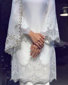 10 Stunning Dresses for Non-Traditional Brides Muslimah Wedding Dress, Disney Wedding Dresses, Pakistani Wedding Dresses, Hijab Bride, Wedding Outfits, Minimal Wedding Dress, How To Dress For A Wedding, Minimalist Wedding Dresses, Malay Wedding Dress