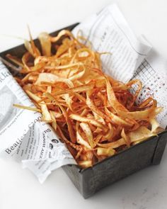 Smoky Parsnip Crisps Martha Stewart Although it takes about an hour to prepare and fry enough chips for eight, it's worth the effort: They are absolutely irresistible. If kept in resealable plastic bags, they'll stay crisp for up to five days. Vegetarian Recipes, Cooking Recipes, Healthy Recipes, Vegan Vegetarian, Cooking Tips, Parsnip Recipes, Crisp Recipe, Gastronomia, Veggies