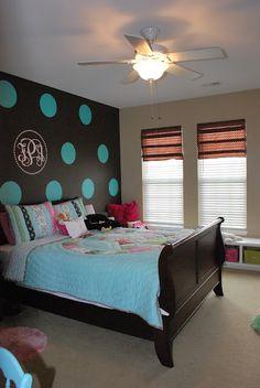 Great tween bedroom with polka dot walls | remodelaholic.com #girlsbedroom #tweenbedroom #polkadots @Remodelaholic .com