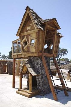 Tree Houses - Tree Houses -only like parts of it ,,should be in tree for one Cubby Houses, Play Houses, Wendy House, Cool Tree Houses, Tree House Designs, D House, Outdoor Spaces, Outdoor Decor, Tree Stump
