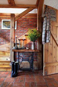 Jak połączyć we wnętrzu cegłę i drewno? : Weranda Country
