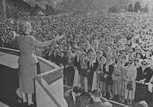 Eva Perón speaking to the people of Argentina