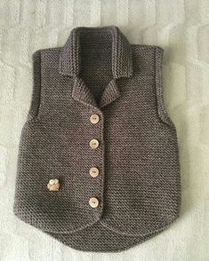 Boys & Vest Models - 108 Boys& Vests Boys& knit vest models Always wanted to be able to knit, nonetheless undecided the place to begin? Baby Cardigan, Baby Pullover, Baby Knitting Patterns, Knitting For Kids, Knit Vest Pattern, Knitted Baby Clothes, Baby Sweaters, Pulls, Baby Dress