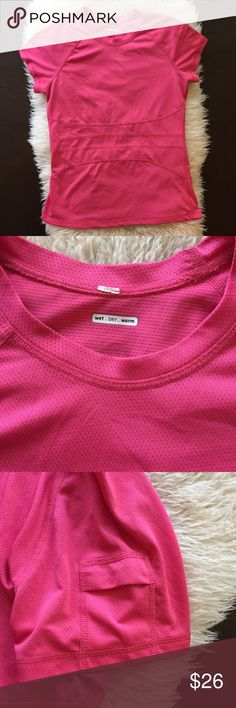 Lululemon Short Sleeve Tee Wet Dry Warm crew neck tee with silverescent technology- inhibits the growth of odor causing bacteria on the shirt. Small pocket on sleeve. In excellent shape, no snags or pills. No cracking on logo. No size dot but this fits like a 6. Measurements - 16 inches pit to pit, 23 inches shoulder to hem. lululemon athletica Tops Tees - Short Sleeve