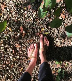 6ee00619f76a6d Free your feet Photo via  Samantha.carr  pin  barefoot  sandals