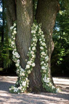 Stunning hydrangea wreaths.   Photography: Julia Franzosa Photography - www.julia-franzosa.com