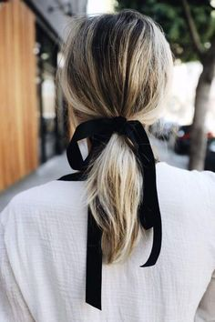 10 No Heat Hairstyles for Fall and Winter! Visit us at DisconnectedHair for more great ideas. No Heat Hairstyles, Ponytail Hairstyles, Trendy Hairstyles, Ponytail Ideas, Hair Ponytail, Easy Hairstyle, Pony Hair, Ribbon Hairstyle, Hairstyle Ideas