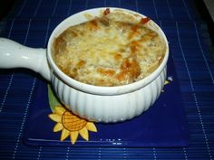 Soupe à l'oignon gratinée No Gluten Diet, Tasty, Yummy Food, French Food, Soups And Stews, Vegetable Recipes, Soup Recipes, Macaroni And Cheese, Sandwiches