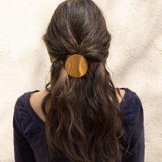 Sylvian Le Hen Circle Hair Clip at General Store High Bun Hairstyles, Haircuts For Wavy Hair, Pretty Hairstyles, Short Hair Cuts, Bob Hairstyles, Undercut Designs, Undercut Pixie, Tips Belleza, Hair Trends