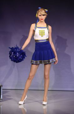 Taylor Swift Photos - Madame Tussauds Unveil Taylor Swift Wax Figure - Zimbio