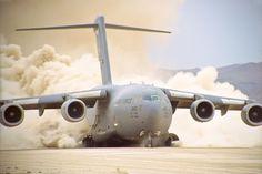 O Globemaster foi desenvolvido para poder operar em pistas semipreparadas (USAF)