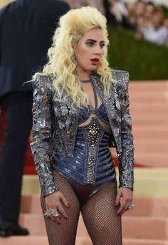 La artista Lady Gaga llega al Museo de Arte Metropolitano de Nueva York, el 2 de mayo de 2016