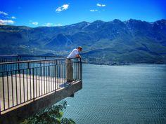 Terrazza del brivido sospesa sul lago di Garda a Tremosine ...