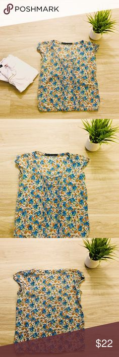 Zara Short Sleeve Multicolored Floral Blouse Blue Zara Short Sleeve Top in great condition, looks great paired with white or blue denim jeans. Zara Tops Blouses
