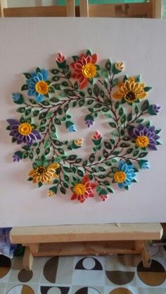 Really cool paper quilling wreath. Quilling Videos, Quilling Craft, Quilling Flowers, Quilling Designs, Paper Quilling, Paper Flowers, Quilling Instructions, Quilling Tutorial, Quilling Letters