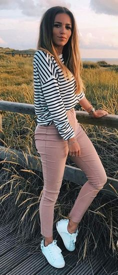 how to style a stripped top : nude pants and sneakers