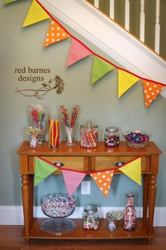 Here's how to make this gorgeous pennant banner garland!