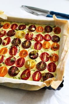 Rezept für Tomaten-Frittata-Quiche mit Hüttenkäse (Low Carb)