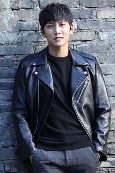14 Reasons We're Swooning For Ji Chang Wook Ji Chang Wook Abs, Ji Chang Wook Healer, Ji Chang Wook Smile, Korean Star, Korean Men, Asian Men, Asian Boys, Asian Actors, Korean Actors