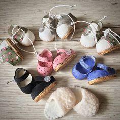 Добрый вечер, мои дорогие!!! Вот такой обувной отдел у меня образовался)))) Ну и тапки заодно уж сфоткала уж больно всем они понравились))). #куклаизткани #instadolls #artdolls #текстильнаяигрушка #hademade #малышкамоя #кукласвоимируками #dollshoes #dolldress #процессы #куколкамоя #куклаинтерьерная #dollmakers #куклатекстильная #dollstories #подароксдушой #кукламоя #dollstory #кукларучнаяработа #куклавналичии  #dollslife #текстильнаякукларучнойработы #dollshow #авторскаякукларучн...