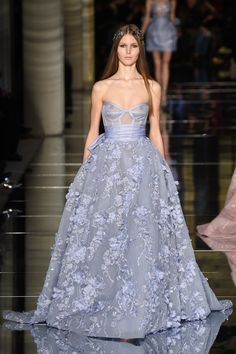 The complete Zuhair Murad Spring 2016 Couture fashion show now on Vogue Runway. Style Couture, Couture Fashion, Fashion Show, Paris Fashion, Runway Fashion, Zuhair Murad, Elie Saab, Evening Dresses, Prom Dresses