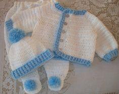 Crochet el ajuar Set de bebé Chica suéter por MADEWITHLOVEBYSUZIEQ