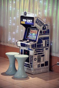 Borne d'arcade  #mariage #wedding #jeux  #Weddingplanner#paris #bornedarcade #astromech #delaolivapolyne #pensee-event.com