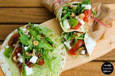 Avocado-Feta-Wraps mit scharfer Salsa, Ruccola und Walnüssen. Easy peasy und schnelles Rezept, das vor allem im Sommer sehr erfrischend ist.